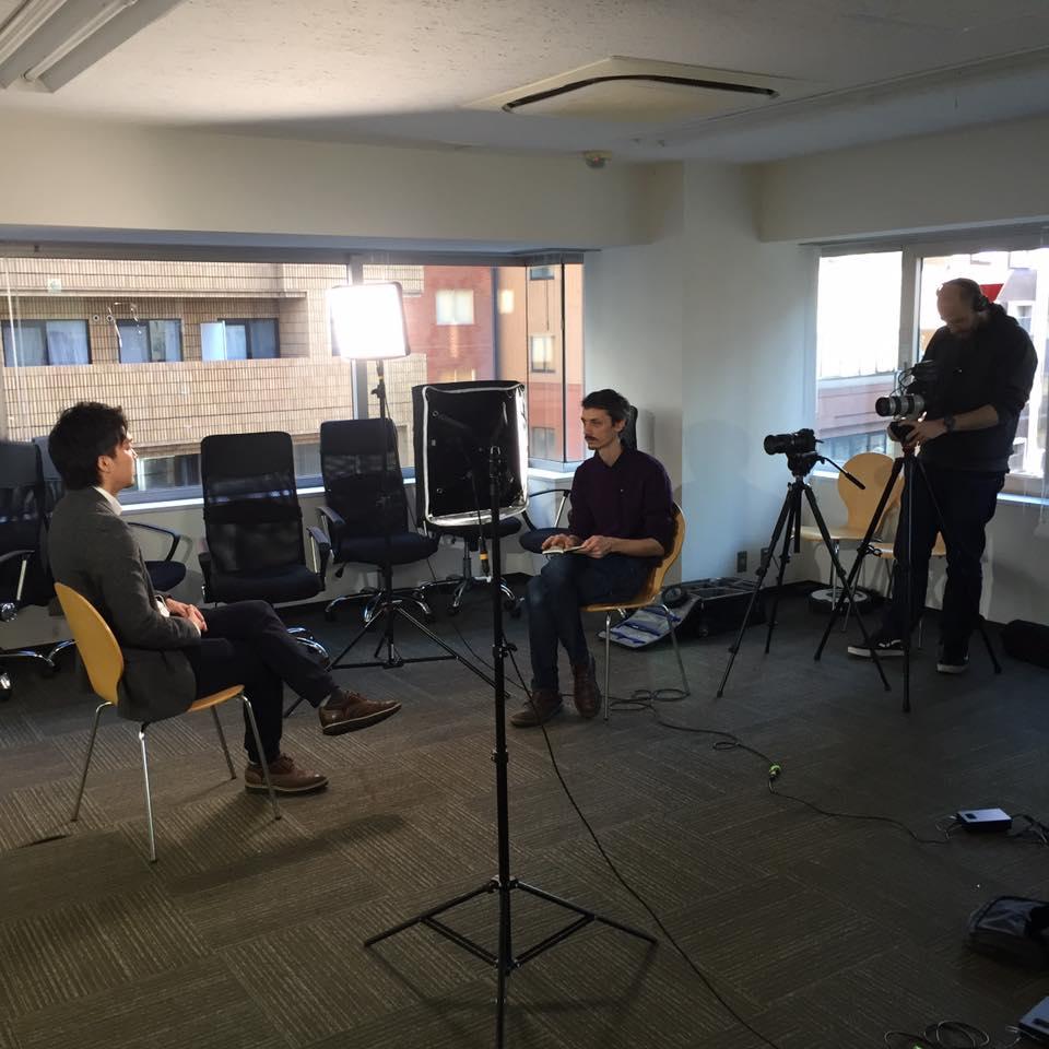 海外テレビ局とのインタビュー