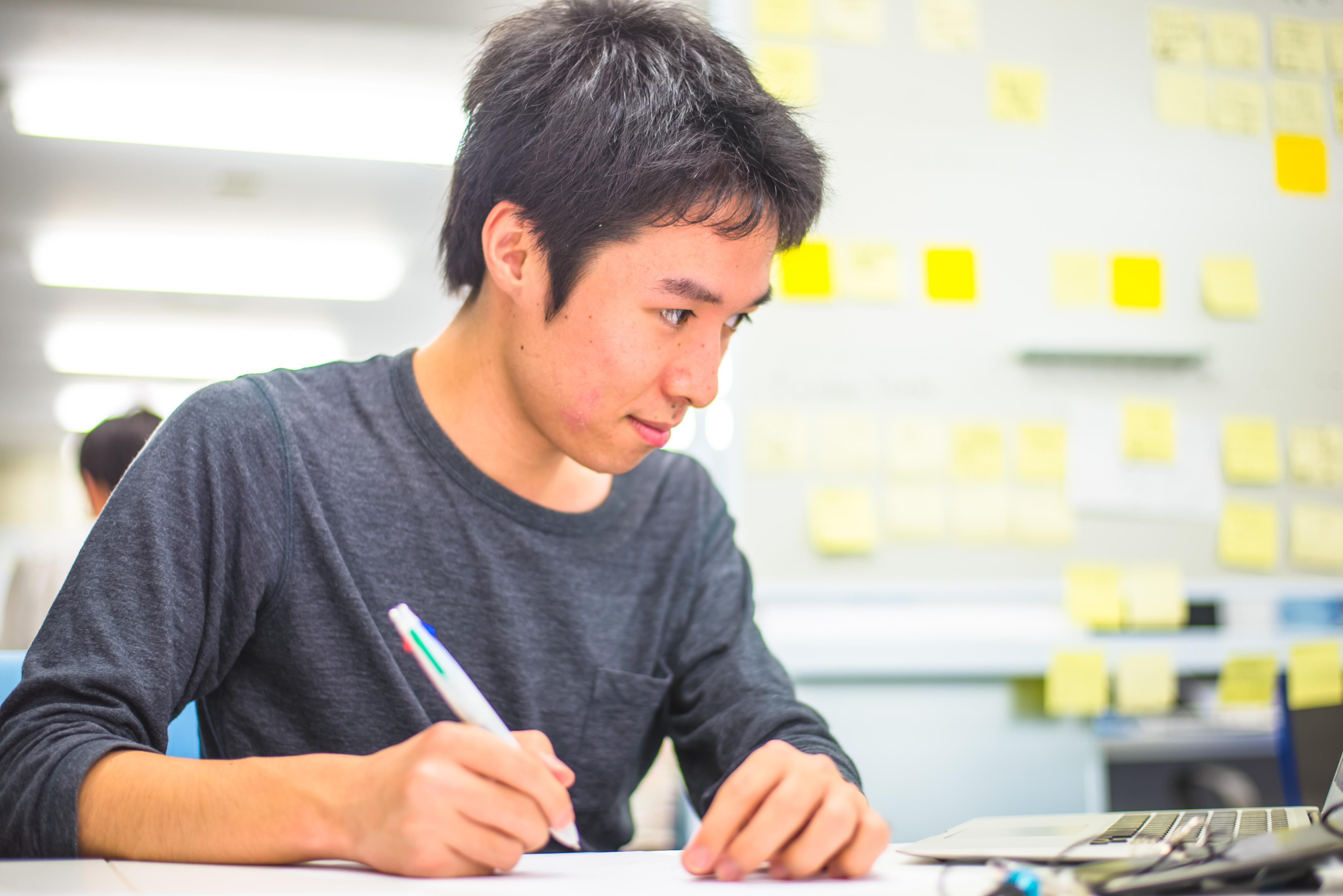 何のスキルもない大学生だったのに、今では凄腕デザイナーになった竹本さんにインタビュー